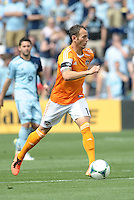 Brad Davis (11) midfield Houston Dynamo in action..Sporting Kansas City and Houston Dynamo played to a 1-1 tie at Sporting Park, Kansas City, Kansas.