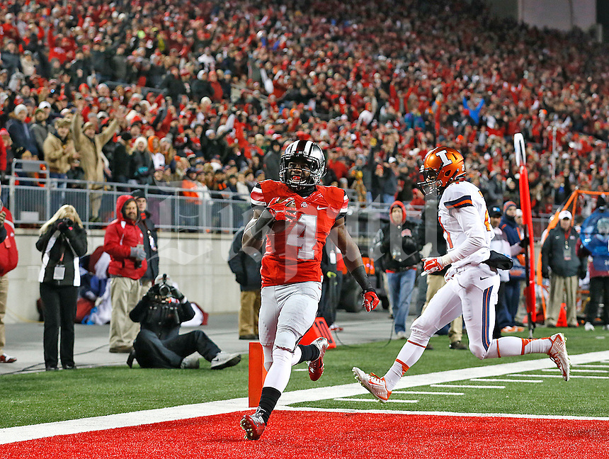Ohio State Buckeyes running back Curtis Samuel (4) scores a touchdown in the first quarter of the game at Ohio Stadium on November 1, 2014. (Chris Russell/Dispatch Photo)