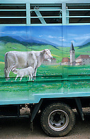 Europe/France/Bourgogne/Saône-et-Loire/St Christophe en Brionnais: détail camions de bestiaux marché aux bovins charolais le jeudi matin