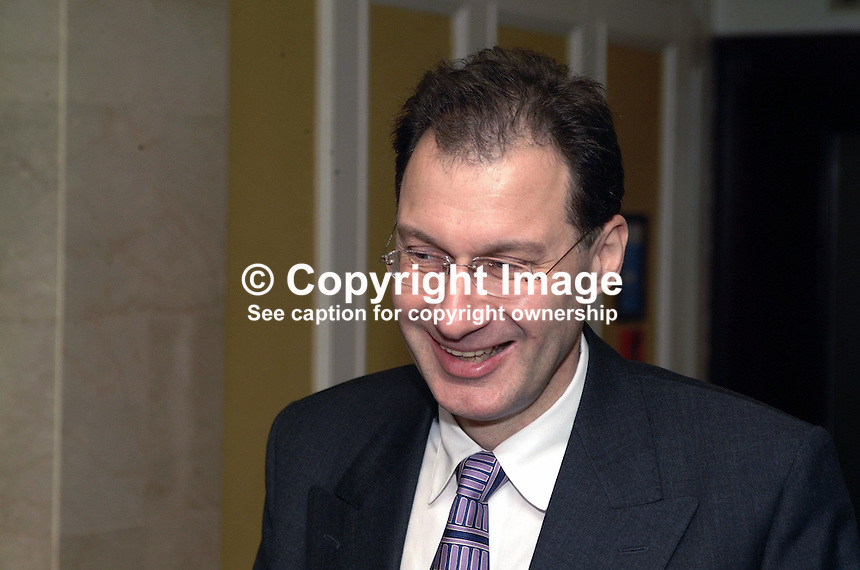 Jonathon Grun, editor, Press Association, London, UK. Journalist. Taken at annual conference of the (UK) Society of Editors held in Belfast 21 to 23 October 2001. Ref: 200110234510...Copyright Image from Victor Patterson, 54 Dorchester Park, Belfast, UK, BT9 6RJ..Tel: +44 28 9066 1296.Mob: +44 7802 353836.Voicemail +44 20 8816 7153.Skype: victorpattersonbelfast.Email: victorpatterson@mac.com.Email: victorpatterson@ireland.com (back-up)..IMPORTANT: If you wish to use this image or any other of my images please go to www.victorpatterson.com and click on the Terms & Conditions. Then contact me by email or phone with the reference number(s) of the image(s) concerned.