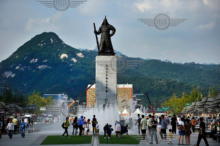 Statue of Admiral Yi Sun Sin in central Seoul.