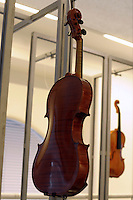"Show room del Consorzio Liutai ""Antonio Stradivari"". Show room of The Consortium of Violinmakers."