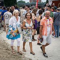I fans dei Beach Boys al concerto di Milano..The Beach Boys fans at the concert in Milan
