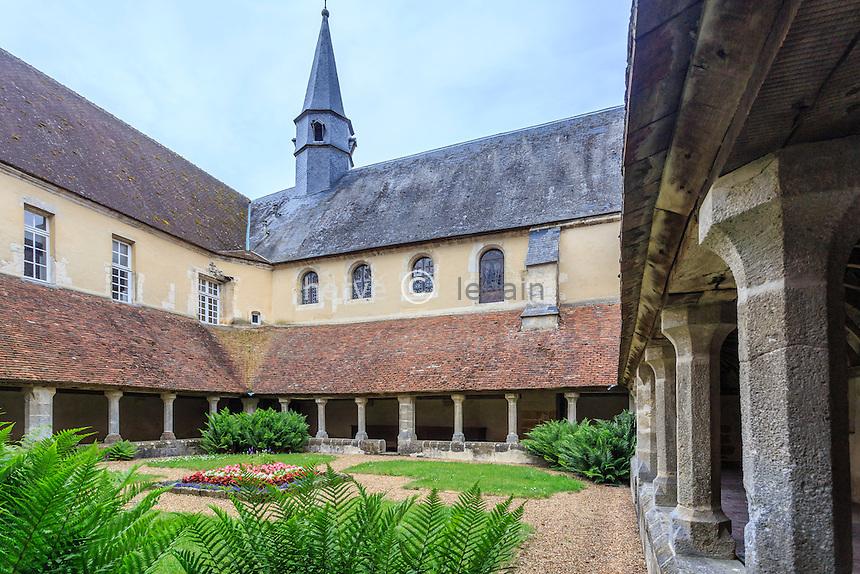 France, Orne (61), Mortagne-au-Perche, chapelle du couvent des clarisses, le cloitre // France, Orne, Mortagne au Perche, chapel of the convent of the Poor Clares, the cloister