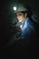 RUMAENIEN, 04.2013, Rosia Montana (Apuseni-Gebirge). Das kanadische Unternehmen Gabriel Resources versucht seit Jahren Europas groesstes Gold-Tagebau-Bergwerk mit Zyanid-Technologie zu eroeffnen. Verantwortlich vor Ort ist die Rosia Montana GOLD Corporation RMGC. Gold-Bergleute unter Tage bei archaeologischen Sicherungsarbeiten. Schaechte und Galerien reichen bis in roemische Zeiten zurück. Das Unternehmen behauptet, hieraus wuerde ein Besucherbergwerk gemacht, waehrend darueber der neue Cirnic-Tagebau wueten soll... | The Canadian company Gabriel Resources has been trying for years to open Europe's biggest open pit gold mine based on cyanide technology. The local subsidiary is the Rosia Montana GOLD corporation RMGC. Gold-miners underground engaged in archeological rescue work. Many shafts and galleries date back to Roman times. According to the company this will become a visitors' mine while above the new Cirnic open pit mine will be raging....© Martin Fejer/EST&OST
