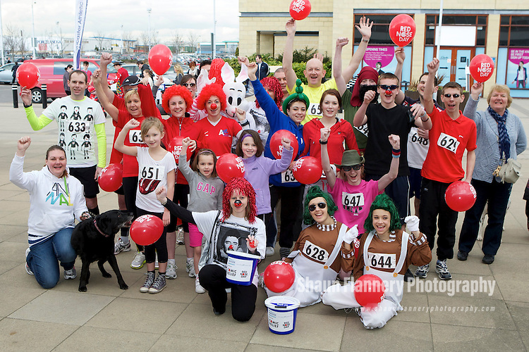 Pix: Shaun Flannery/shaunflanneryphotography.com...COPYRIGHT PICTURE>>SHAUN FLANNERY>01302-570814>>07778315553>>..19th March 2011...............Lakeside Village, Doncaster..Comic Relief Event..Fun runners.