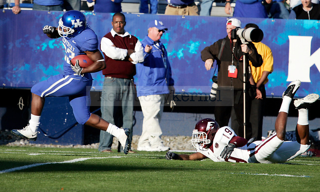 Freshman running back Donad Russell scores on a 79 yard run making the score 37-6 in the second half of UK's win over EKU on Saturday, Nov. 7, 2009 at Commonwealth Stadium. Photo by Britney McIntosh | Staff