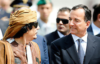 Il Ministro degli Esteri Franco Frattini accoglie il leader libico Muammar Gheddafi all'aeroporto di Ciampino, Roma, 29 agosto 2010..Italian Foreign Minister Franco Frattini, right, welcomes Libyan leader Muamar Gadhafi, at Rome's Ciampino airport, 29 august 2010..UPDATE IMAGES PRESS/Riccardo De Luca