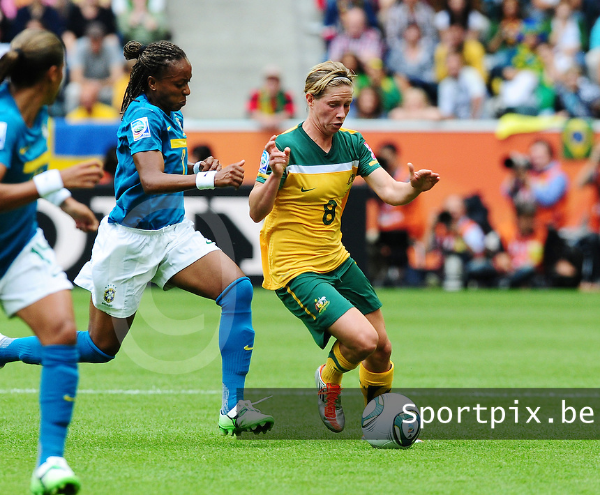 Fifa Women's World Cup Germany 2011 : Brazil - Australia  at Borussia - Park in Munchengladbach : Elise Kellond-Knight aan de bal voor Ester.foto DAVID CATRY / Vrouwenteam.be