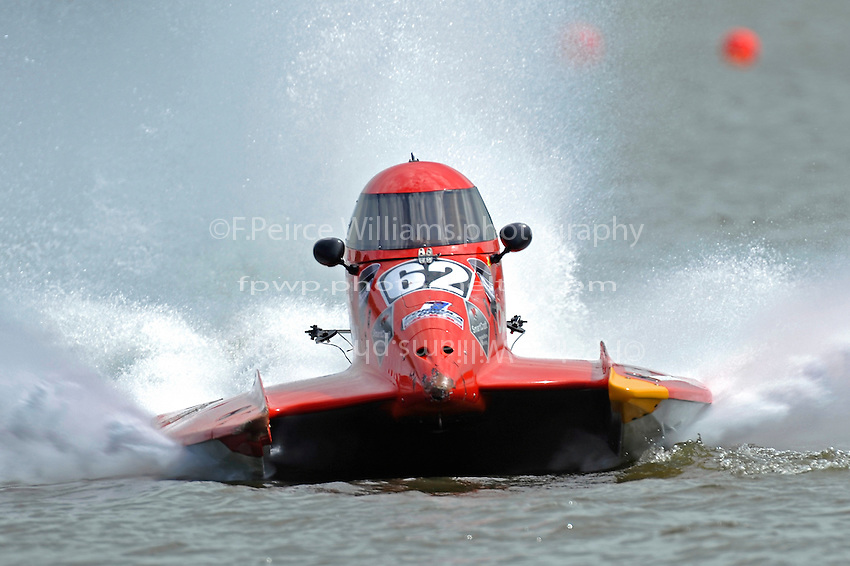Chris Fairchild (#62) hooks the boat and turns toward shore.(Mod U class)