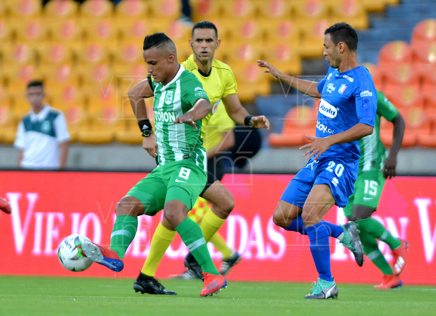 MEDELLÍN - COLOMBIA, 26-01-2019: Brayan Rovira de Atlético Nacional disputa el balón con Andrés Felipe Moreno de Once Caldas, durante partido de la fecha 1 entre Atlético Nacional y Once Caldas, por la Liga Águila I 2019, jugado en el estadio Atanasio Girardot de la ciudad de Medellín. / Brayan Rovira of Atletico Nacional vies for the ball with Andres Felipe Moreno of Once Caldas, during a match of the 1st date between Atletico Nacional and Once Caldas for the Aguila League I 2019, played at Atanasio Girardot stadium in Medellin city. Photo: VizzorImage / León Monsalve / Cont.
