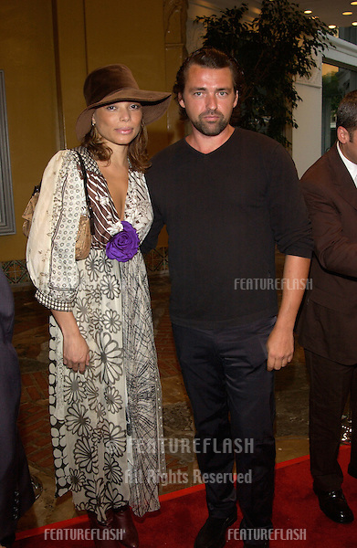 Actor ANGUS MACFADYEN & girlfriend at the Los Angeles premiere of Reign of Fire..© Paul Smith / Featureflash