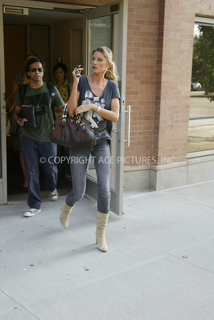 WWW.ACEPIXS.COM . . . . .  ....***EXCLUSIVE***....September 18, 2006, New York City. ....Brazilian top model Gisele Bundchen exits building. ......Please byline: PAUL CUNNINGHAM - ACE PICTURES..... *** ***..Ace Pictures, Inc:  ..Philip Vaughan (212) 243-8787 or (646) 769 0430..e-mail: info@acepixs.com..web: http://www.acepixs.com