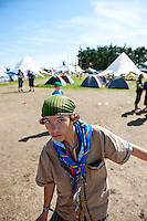 Trying to keep balance at the winter center. Photo: Christoffer Munkestam/Scouterna