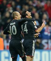 FUSSBALL   CHAMPIONS LEAGUE   SAISON 2012/2013   GRUPPENPHASE   FC Bayern Muenchen - LOSC Lille                          07.11.2012 Jubel mit Arjen Robben und Claudio Pizarro (v. li., FC Bayern Muenchen)