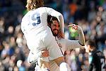 Real Madrid's Isco Alarcon (r) and Luka Modric celebrate goal during La Liga match. January 7,2016. (ALTERPHOTOS/Acero)