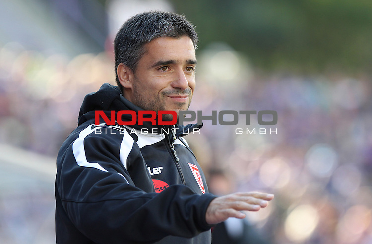 07.10.12, Aue, Sparkassen-Erzgebirgsstadion, GER, Aue , 2.FBL, 09. Spieltag, FC Erzgebirge Aue vs Jahn Regensburg  <br />  im Bild   Trainer Oscar Corrochano (Regensburg)<br /> <br />  // during the match between Erzgebirge Aue and Jahn Regensburg on 2012/10/07<br />   Foto &copy; nph / Hessland