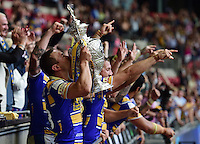 Picture by Alex Broadway/SWpix.com - 23/08/2014 - Rugby League - Tetley's Challenge Cup Final - Castleford Tigers v Leeds Rhinos - Wembley Stadium, London, England - Kevin Sinfield of Leeds lifts the Challenge Cup.