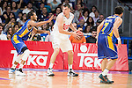 Real Madrid's Maciulis and UCAM Murcia's Rojas during the first match of the playoff at Barclaycard Center in Madrid. May 27, 2016. (ALTERPHOTOS/BorjaB.Hojas)