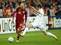 FUSSBALL: Champions League, Halbfinale, Hinspiel, FC Bayern Muenchen - Real Madrid, Muenchen, 17.04.2012.Arjen Robben (Bayern, l.) - Fabio Coentrao (Real).© pixathlon