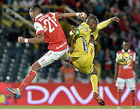 BOGOTÁ -COLOMBIA, 13-04-2014. Francisco Meza (Izq) jugador de Independiente Santa Fe disputa el balón con Carlos A Diaz (Der) player of Atlético Huila durante partido por la fecha 17 de la Liga Postobón  I 2014 disputado en el estadio Nemesio Camacho El Campín de la ciudad de Bogotá./ Francisco Meza (L) player of Independiente Santa Fe fights the ball with Carlos A Diaz (R) player of Atletico Huila during the match for the 17th date of the Postobon  League I 2014 played at Nemesio Camacho El Campin stadium in Bogotá city. Photo: VizzorImage/ Gabriel Aponte / Staff