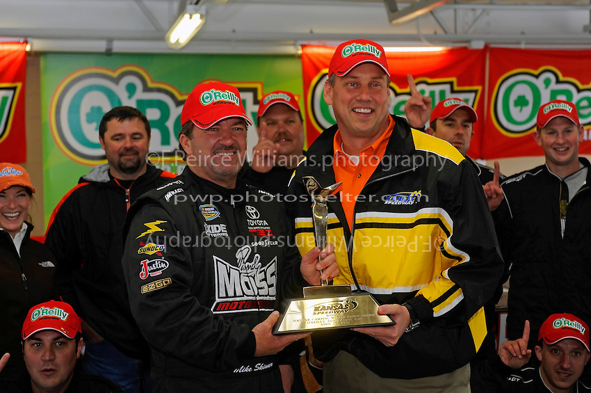 24-25 April, 2009, Kansas City, Kansas, USA.Winner Mike Skinner in Victory Lane..©F. Peirce Williams 2009 USA.F. Peirce Williams.photography