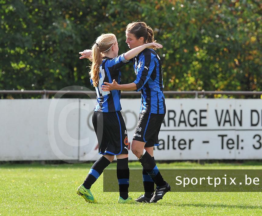 Club Brugge Dames : Nicky Van Den Abbeele in vreugde na haar doelpunt. Samen met Silke Demeyere .foto DAVID CATRY / Vrouwenteam.be