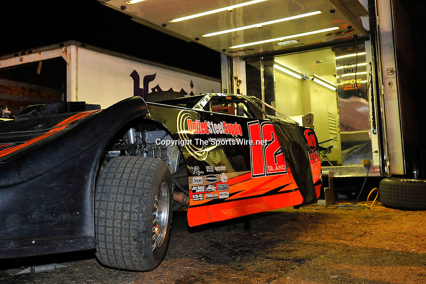Feb 14, 2009; 9:28:38 PM; Barberville, FL, USA; World of Outlaws Late Model Series for the $10,000 to win at Volusia Speedway Park.  Mandatory Credit: (thesportswire.net)
