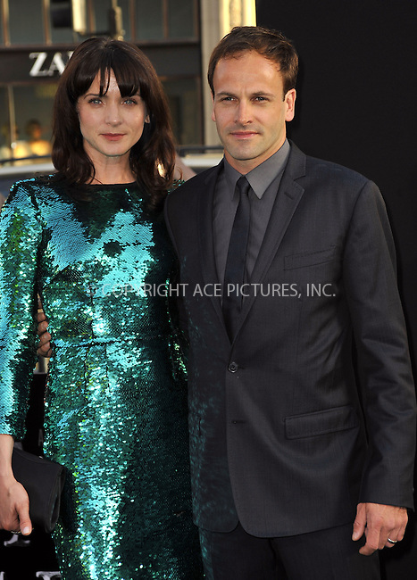 WWW.ACEPIXS.COM . . . . .  ....May 7 2012, LA....Actor Jonny Lee Miller and wife Michele Hicks arriving at the premiere of 'Dark Shadows' at Grauman's Chinese Theatre on May 7, 2012 in Hollywood, California.....Please byline: PETER WEST - ACE PICTURES.... *** ***..Ace Pictures, Inc:  ..Philip Vaughan (212) 243-8787 or (646) 769 0430..e-mail: info@acepixs.com..web: http://www.acepixs.com