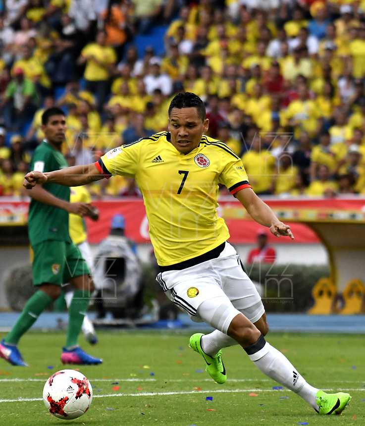 BARRANQUILLA – COLOMBIA - 23 – 03 -2017: Carlos Bacca, jugador de Colombia en accion, durante partido entre los seleccionados de Colombia y Bolivia, de la fecha 13 válido por la clasificación a la Copa Mundo FIFA Rusia 2018, jugado en el estadio Metropolitano Roberto Melendez en Barranquilla. /  Carlos Bacca, player of Colombia in action, during match between the teams of Colombia and Bolivia, of the date 13 valid for the Qualifier to the FIFA World Cup Russia 2018, played at Metropolitan stadium Roberto Melendez in Barranquilla. Photo: VizzorImage / Luis Ramirez / Staff.
