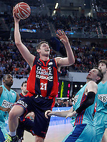Caja Laboral Baskonia's Tibor Pleiss (l) and FC Barcelona Regal's CJ Wallace during Spanish Basketball King's Cup semifinal match.February 07,2013. (ALTERPHOTOS/Acero)