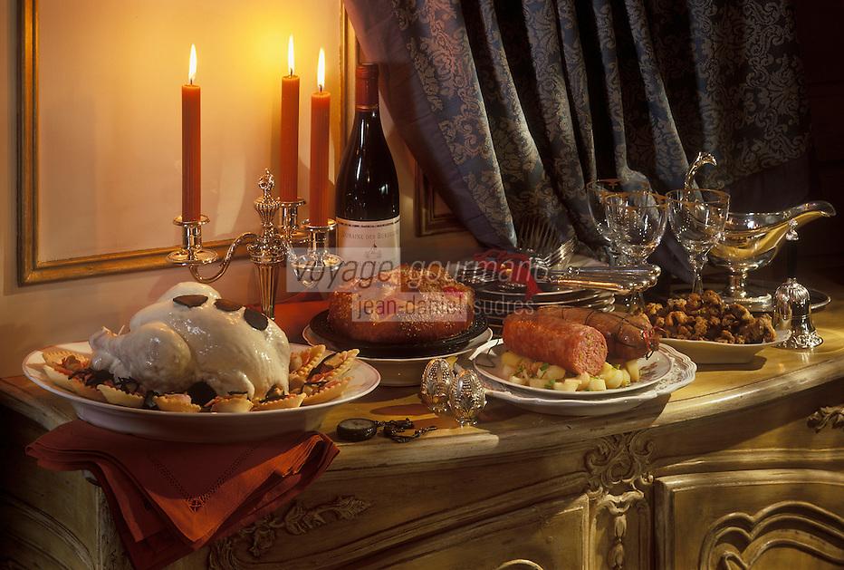 Gastronomie générale/Repas de Réveillon/ Noêl  en Lyonnais: Grattons, cervelas à la pistache, volaille de Bresse pochée en demi-deuil, brioche de Saint-Genis