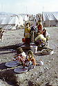 Iran 1974.Camp de réfugiés kurdes à Nelliwan, la corvée d'eau.Iran 1974.Kurdish refugees' camp, women at the drinking fountain