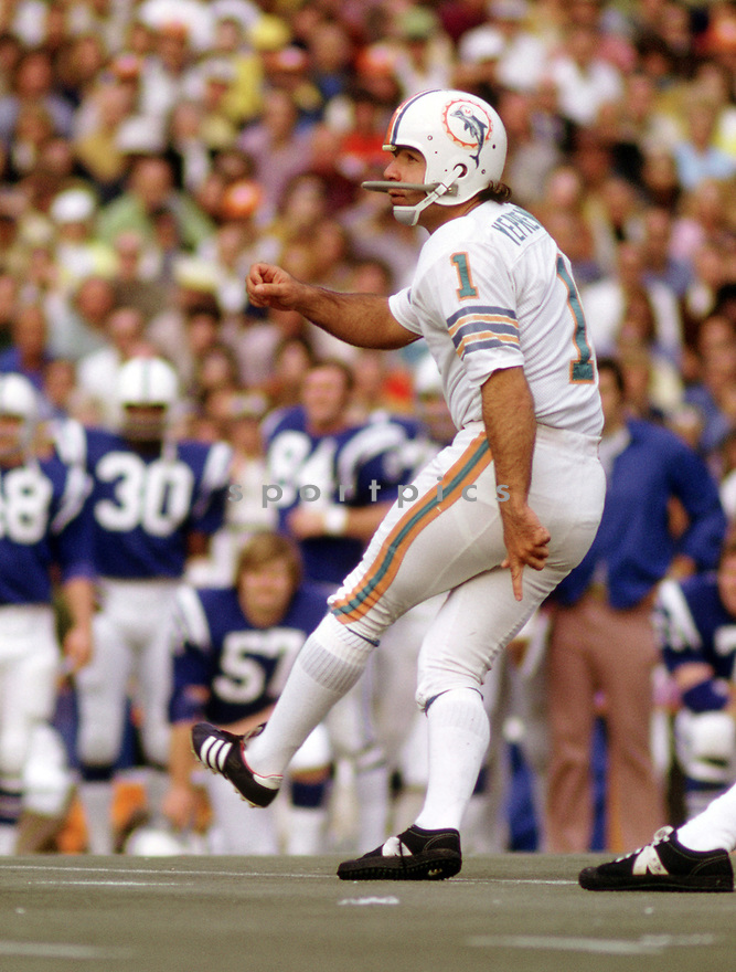 Miami Dolphins Garo Yepremian (1) during a game from his 1972 season with the Miami Dolphins. Garo Yepremian played for 14 seasons, with 4 different teams, and was a 2-time Pro Bowler.(SportPics)
