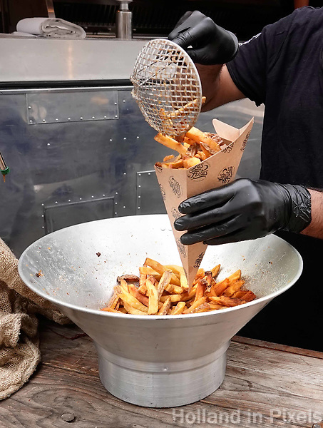 Nederland Amsterdam  -  Augustus 2018.  Schaal met biologische patat.   Foto Berlinda van Dam / Hollandse Hoogte