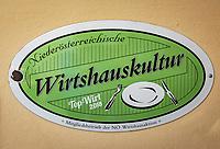 Oesterreich, Niederoesterreich, Kulturlandschaft Wachau - UNESCO Weltkultur- und Naturerbe: Guetesiegel und Hinweisschild auf einen Mitgliedsbetrieb der 'Wirtshauskultur'   | Austria, Lower Austria, Wachau Cultural Landscape - UNESCO World's Cultural and Natural Heritage: 'Wirtshauskultur' seal of quality