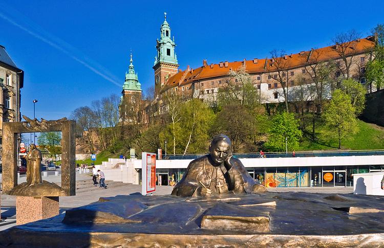 Pomniki papieża Jana Pawła II u podnóża Wawelu, Kraków, Polska<br /> Monuments to Pope John Paul II at the foot of the Wawel Hill, Cracow, Poland