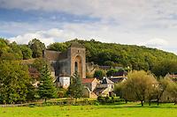 France, Dordogne (24), Saint-Amand-de-Coly, labellis&eacute; Les Plus Beaux Villages de France, vue g&eacute;n&eacute;rale et l'abbatiale // France, Dordogne, Saint Amand de Coly, labelled Les Plus Beaux Villages de France (The Most beautiful<br /> Villages of France)