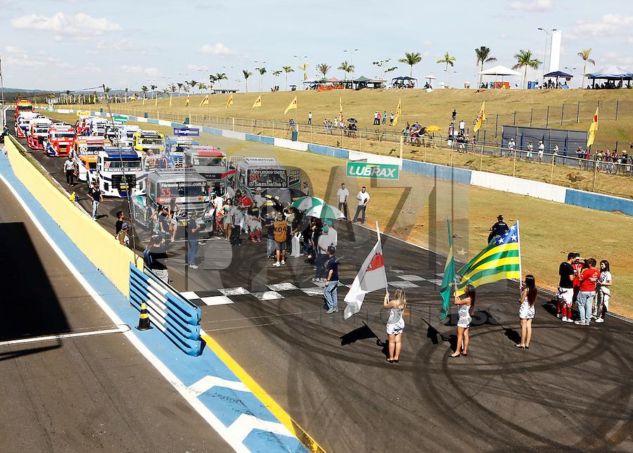 GOIANA, GO, 05.06.2016 - FORMULA-TRUCK -Grid de Largada da quarta etapa da Fórmula Truck no Autódromo Internacional Ayrton Senna, na cidade de Goiânia (GO) neste domingo, 05.(Foto: Kelly Nascimento/Brazil Photo Press)