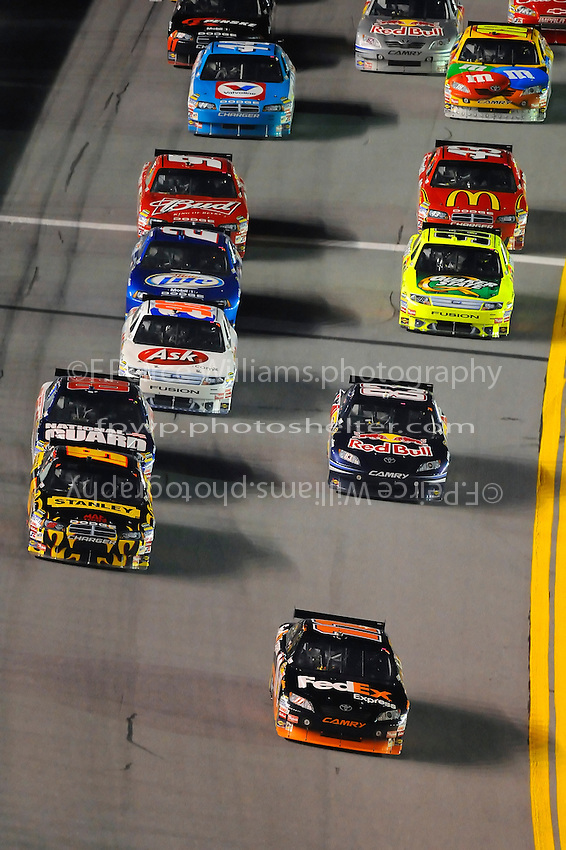 6-7 February  2009, Daytona Beach, Florida USA.Denny Hamlin leads the field into the tri-oval..Daytona International Speedway: Bud Shootout.©F.Peirce Williams 2009.F. Peirce Williams.photography