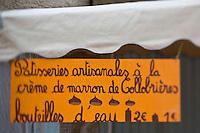Europe/Provence-Alpes-Côte d'Azur/83/Var/Massif des Maures/Collobrières: Lors de la Fête de la Châtaigne détail enseigne d'un artisan vendant des pâtisseries à la crème de marron