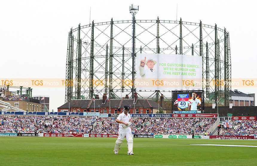 Jonathan Trott of England walks off after losing his wicket - England vs Australia - 3rd day of the 5th Investec Ashes Test match at The Kia Oval, London - 23/08/13 - MANDATORY CREDIT: Rob Newell/TGSPHOTO - Self billing applies where appropriate - 0845 094 6026 - contact@tgsphoto.co.uk - NO UNPAID USE