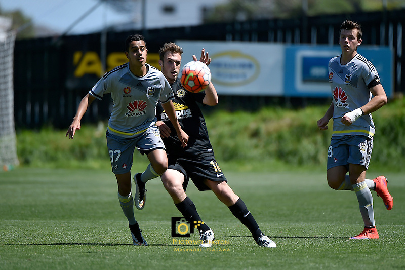 Team Wellington&rsquo;s Ben Harris and Wellington Phoenix&rsquo; Sarpreet Singh in action during the ASB Premiership Football - Team Wellington v Wellington Phoenix at David Farrington Park, Wellington, New Zealand on Sunday 20 December 2015.<br />