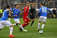 Aytac Sulu (SV Darmstadt 98), Yannick Stark (SV Darmstadt 98) und Patrick Banggaard (SV Darmstadt 98) gegen Alexander Mühling (Holstein Kiel) - 28.10.2017: SV Darmstadt 98 vs. Holstein Kiel, Stadion am Boellenfalltor, 2. Bundesliga