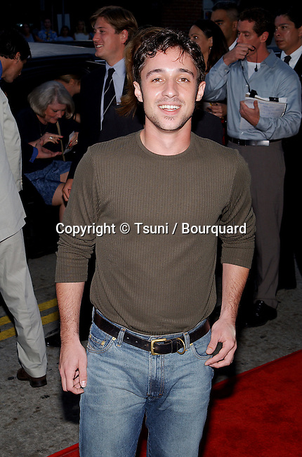 Thomas Ian Nicholas arriving at the Jay and Silent Bob Strike Back premiere at the Bruin Theatre in Los Angeles. August 15, 2001  © Tsuni          -            NicholasThomasIan01.jpg