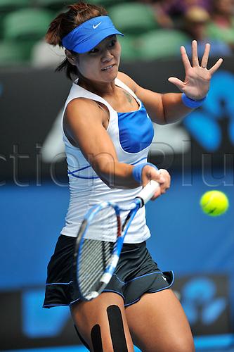 27 January 2010, 2010 Australian Open Tennis, day 10, Melbourne, Australia. Venus William (USA) Vs Na Li (CHN). La Ni in action. Photo by Peter Blakeman/Actionplus.