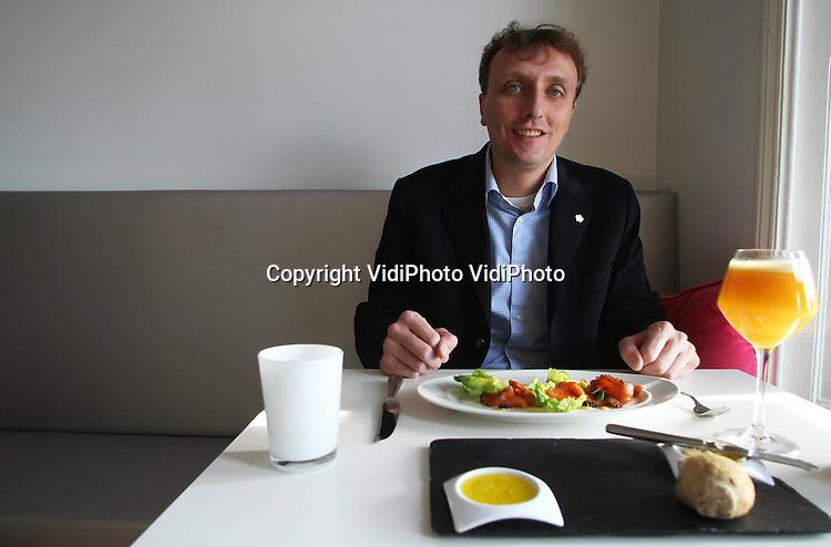 Foto: VidiPhoto..ARNHEM - Alex van Hooff, directeur en eigenaar van dierenpark Burgers' Zoo in Arnhem..