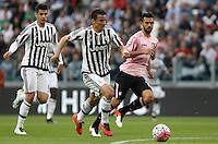 Calcio, Serie A: Juventus vs Palermo. Torino, Juventus Stadium, 17 aprile 2016.<br /> Juventus&rsquo; Simone Padoin, center, prepares to score during the Italian Serie A football match between Juventus and Palermo at Turin's Juventus Stadium, 17 April 2016.<br /> UPDATE IMAGES PRESS/Isabella Bonotto