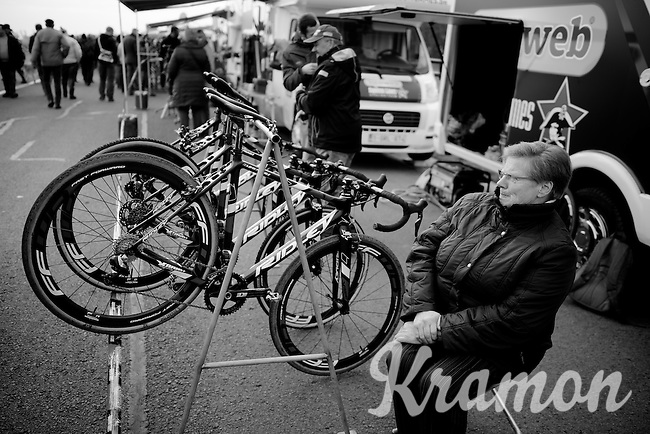 grandma watches the bikes<br /> <br /> Koksijde CX World Cup 2014