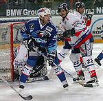 Eishockey, DEL, Deutsche Eishockey Liga 2003/2004 , 1.Bundesliga, Arena Nuernberg (Germany) Nuernberg Ice Tigers - Adler Mannheim (2:1 n.p.) rechts Stephane Julien (IceTigers) links Todd Hlushko (Mannheim)